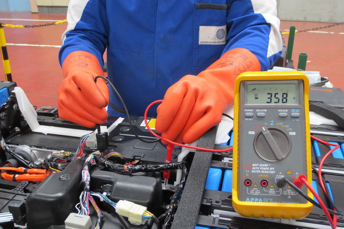 risque-electrique-mesure-tension-batterie